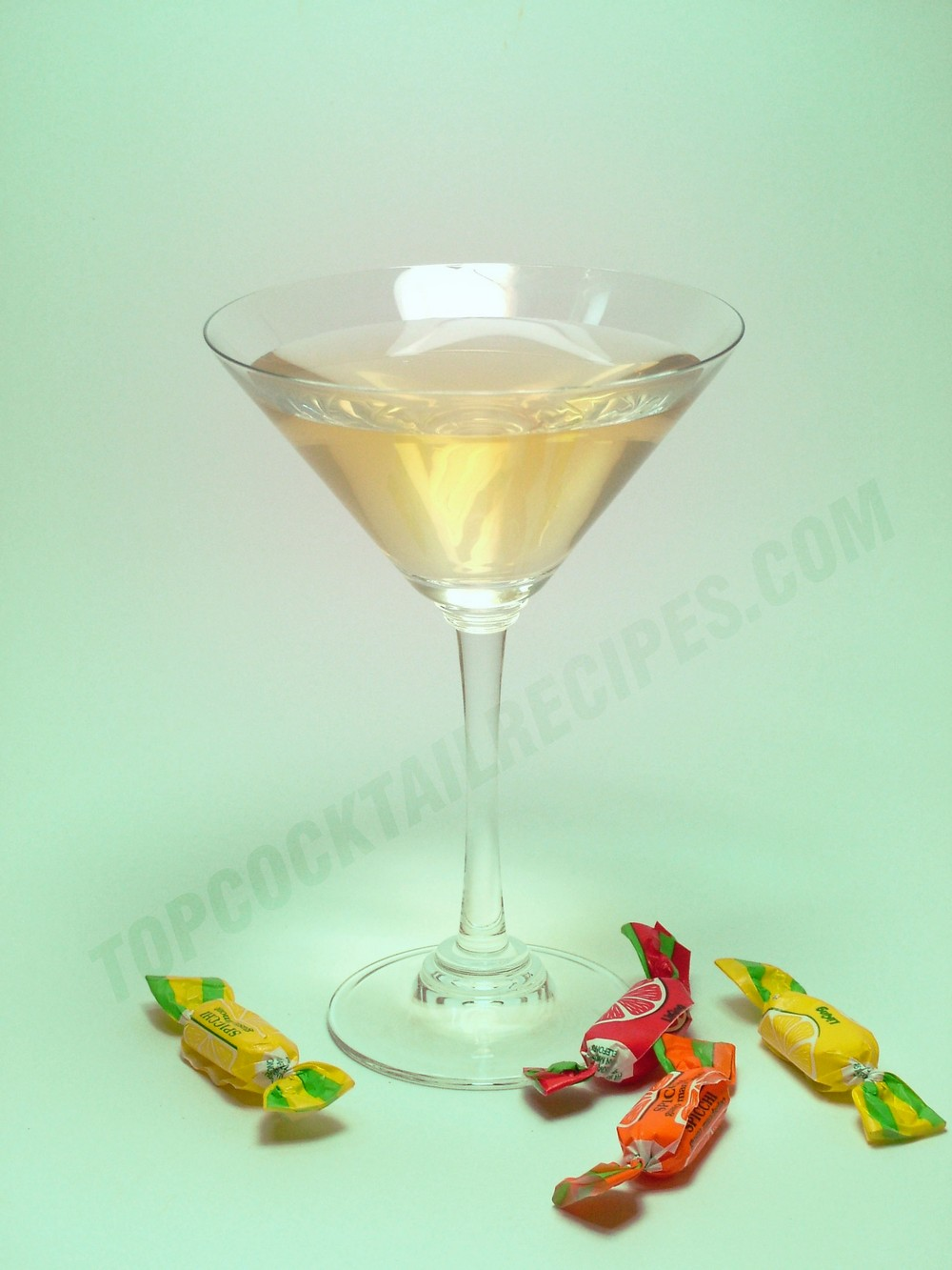 gin and vermouth liqueur drink