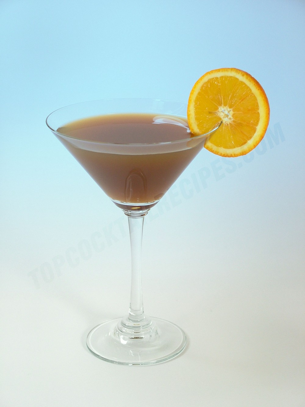 a classic cocktail with whiskey and vermouth